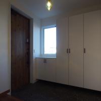 白を基調にした空間とアクセント照明